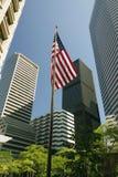 Amerikanska flaggan i mitt av skyskrapor royaltyfri bild