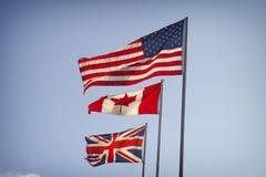 Amerikanska flaggan, kanadensisk flagga och flagga av Storbritannien Arkivfoto