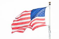 Amerikanska flaggan med himlen är full av moln i den regniga säsongen Royaltyfri Bild