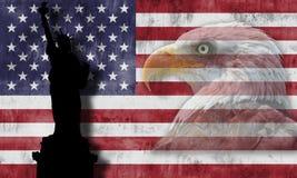 Amerikanska flaggan och patriotiska symboler Royaltyfria Bilder