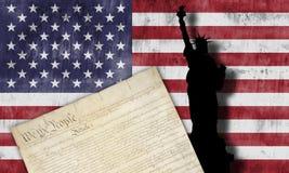 Amerikanska flaggan och patriotiska symboler Royaltyfri Foto