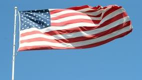 Amerikanska flaggan på blå himmel, frihet