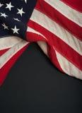 Amerikanska flaggan på en svart tavla Arkivbild