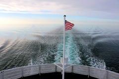 Amerikanska flaggan på färjan Royaltyfri Foto