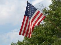 Amerikanska flaggan på stadfyrkanten Royaltyfri Bild