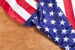 Amerikanska flaggan på wood bakgrund för Memorial Day eller 4th av Juli Royaltyfria Foton