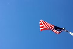 Amerikanska flaggan som blåser i linda Fotografering för Bildbyråer