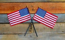Amerikanska flaggan som visas på palettträ Royaltyfri Bild