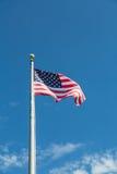 Amerikanska flaggan upp flaggstång Royaltyfri Foto