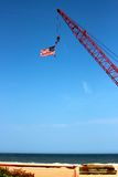 Amerikanska flaggan över havet Arkivfoton