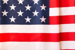 Amerikanska flagganbakgrund Gataclownen hälsar folk Juli 4t Royaltyfri Foto