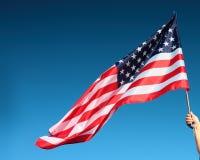 amerikanska flagganhandholding Arkivfoton