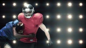 Amerikanska fotbollsspelare mot blinkande ljus stock video