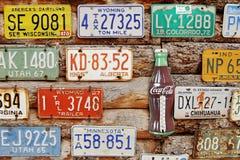 Amerikanska historiska bilregistreringsskyltar Royaltyfria Foton