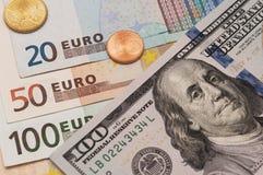 Amerikanska och eurosedlar Royaltyfri Fotografi