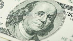 Amerikanska pengar för Closeup hundra dollarräkning Benjamin Franklin stående, oss makro för 100 dollar sedelfragment Royaltyfri Foto