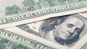 Amerikanska pengar för Closeup hundra dollarräkning Benjamin Franklin stående, oss makro för 100 dollar sedelfragment Royaltyfri Bild