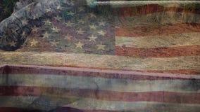 Amerikanska soldater som korsar ett rep stock video