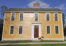 Amerikanskt kolonialt hus Arkivbild
