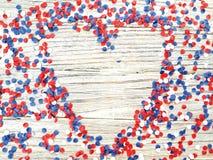 Amerikanskt självständighetsdagen, beröm, patriotism och feriebegrepp - flaggor och stjärnor på 4th av det Juli partiet överst på Royaltyfria Foton