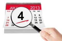 Amerikanskt självständighetsdagenbegrepp. 4 Juli 2013 kalender med mag Arkivbilder