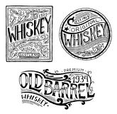 Amerikanskt whiskyemblem för tappning Alkoholiserad etikett med calligraphic beståndsdelar Den inristade handen som dras, skissar stock illustrationer