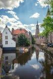 Amersfoort, Países Baixos, o 17 de maio de 2015: Impressão da cidade de Amersfoort nos Países Baixos com o Onze Lieve Vrouwetoren fotos de stock royalty free
