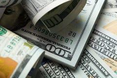 amerykańskich dolarów Sterta sto dolarowych rachunków z bliska zdjęcie stock
