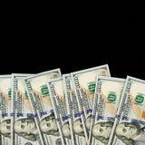 Amerykańscy dolary 100 banknotu rachunku granicy na czarnym chalkboard tle obraz royalty free
