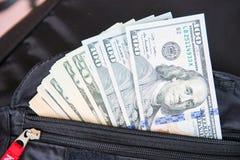 Amerykańscy dolary banknotu w kieszeni zdjęcia stock