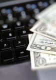 Amerykańscy dolary pieniądze i laptop Obraz Royalty Free