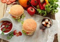Amerykańscy hamburgery z lodową kolą Obrazy Stock