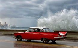Amerykańscy klasyczni samochody na ulicie w Hawańskim Obraz Royalty Free