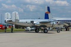 Amerykańska dwusilnikowa, średnia bombowiec Północnoamerykański B-25J Mitchell, Obrazy Stock