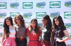 Amerykańska dziewczyny grupy kwinty harmonia uczęszcza Arthur Ashe dzieciaków dzień 2013 przy Billie Cajgowego królewiątka tenisa  Zdjęcie Stock