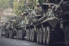 Amerykańska militarna konwój przepustka przez Brasov, Rumunia zdjęcie royalty free