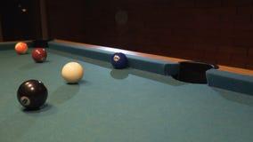 Amerykański basen strzału dziewięć piłka iść w bilardowej kieszeni zbiory wideo
