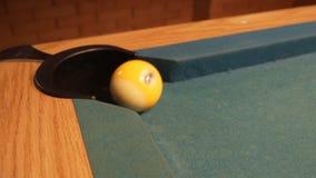 Amerykański basen strzału dziewięć piłka iść w bilardowej kieszeni 120fps zbiory