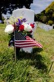 amerykański cmentarza flaga headstone obywatel fotografia stock