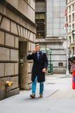 Amerykański nastoletni chłopak podróżuje w Nowy Jork w zimie Zdjęcie Stock