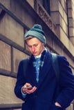 Amerykański nastoletni chłopak podróżuje w Nowy Jork w zimie Obraz Stock