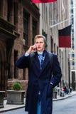 Amerykański nastoletni chłopak podróżuje w Nowy Jork w zimie Fotografia Royalty Free