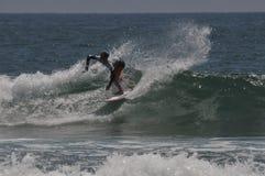 Amerykański surfingowa gryf Colapinto (2) współzawodniczy w Kalifornia Fotografia Stock