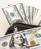 100 Amerykańskich dolarów obrazków w torbie, dolarów obrazki w pieniądze portflu, Fotografia Stock