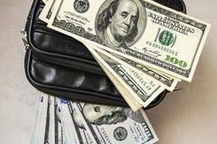 100 Amerykańskich dolarów obrazków w torbie, dolarów obrazki w pieniądze portflu, Zdjęcie Stock