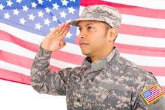 Amerykańskiego żołnierza salutować zdjęcia stock