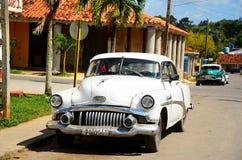 Amerykańscy chevrolety i Cadillacs w Kuba Zdjęcia Royalty Free