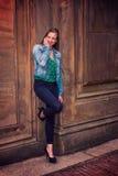 Amerykańska nastoletnia dziewczyna Dzwoni outside w Nowy Jork Zdjęcia Stock