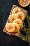 Amerykan stylowi round ciastka z confetti na drzemce (shortbread) Zdjęcia Stock