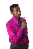 amerykanin afrykańskiego pochodzenia biznesmen odizolowywający krawat Zdjęcie Stock